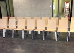Stapelstuehle - Einrichtung Konferenzsaal, Seminarraum