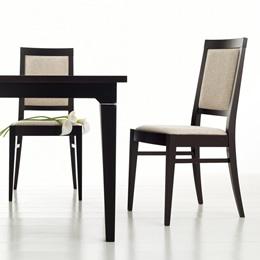 Stilvoller Holzstuhl aus dunklem Holz und gepolsterter Sitzfläche und Rückenfläche