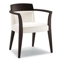 Stuhl mit dunklem Holzgestell und Holzarmlehnen.Weiß gepolsterte Sitzfläche und Rückenfläche
