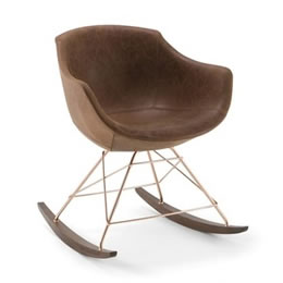 Gepolsterter Sesssel mit Schaukelkufen in modernem Design