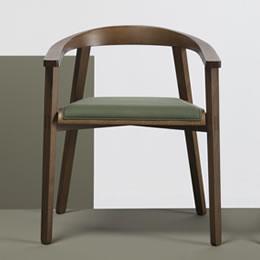 Holzsessel mit Armlehnen aus Holz - breite Sitzfläche reduzierte Armlehne und Rückenlehne